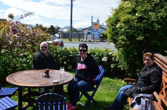Hislops Wholefood Cafe : Enjoying the fresh air!
