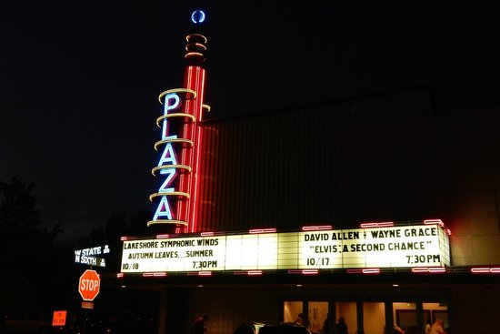 Garland, TX: The Plaza Theatre - movies and live performances
