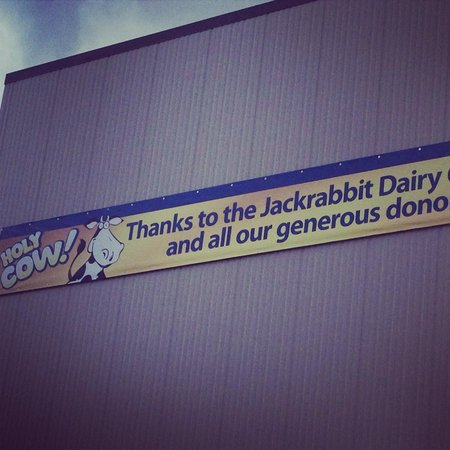 Brookings, Dakota del Sur: Sign Outside SDSU Dairy Bar