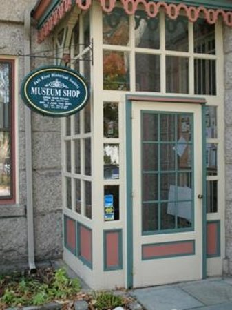 Fall River, MA: Museum shop entrance