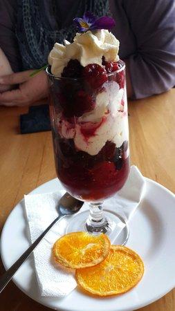 Church Hill Restaurant: Berries desert