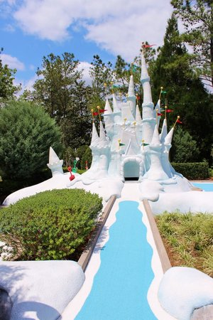 Lieblingsbahn Picture Of Disney 39 S Winter Summerland Miniature Golf Course Kissimmee Tripadvisor
