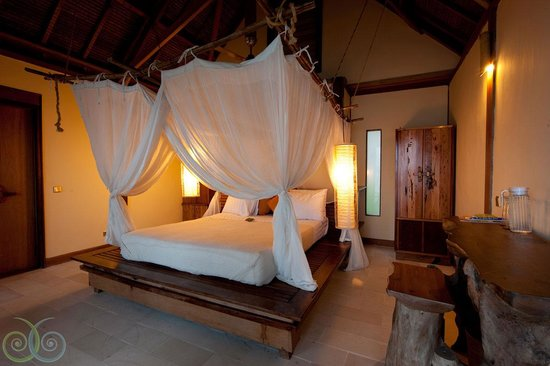 Misool Eco Resort: Interior of a Water Cottage