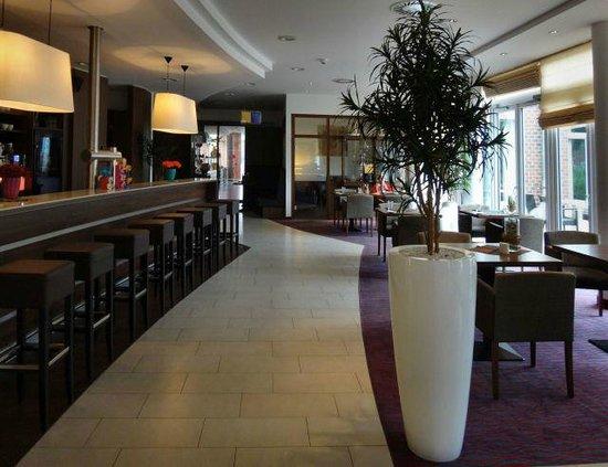 Park Inn by Radisson Papenburg: Bar and lobby