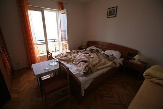 Lonza Apartments & Rooms