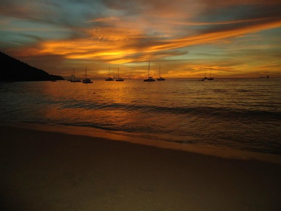 Bay Gardens Inn : sunset from resort beach