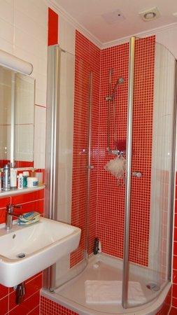 Hotel Am Markt : Bathroom very clean, water pressure was great