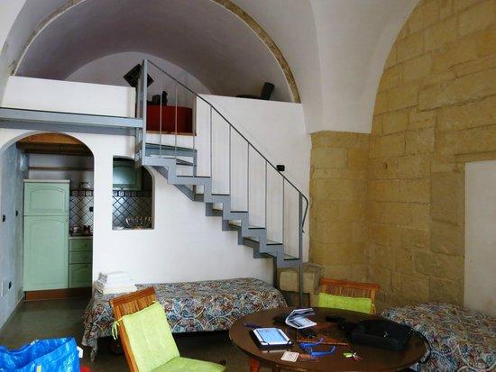 camera da letto soppalco - Picture of Barocco Palace, Lecce ...