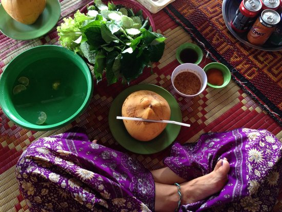 Angkor Bodhi Tree Retreat and Yoga Centre: Breakfast out with new friends