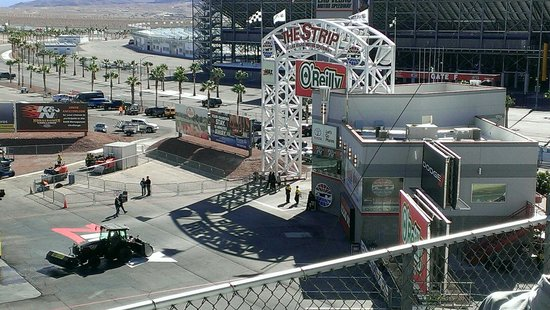The drag strip picture of las vegas motor speedway las for Las vegas motor speedway drag strip