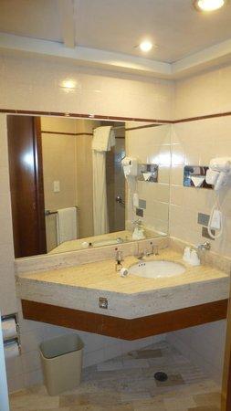 Hotel Marlowe: Ванная комната