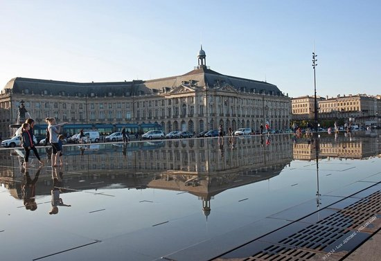 Miroir d 39 eau place de la bourse picture of the water for Miroir d eau bordeaux