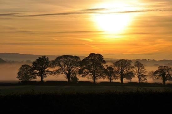 Solberge Hall Hotel: Sun rise from hotel on 29th October 2014.  Wow!
