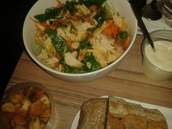 Soup'R: Ensalada de pollo con picatostes.  La mayonesa casera y riquísima