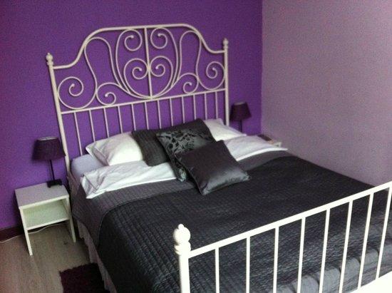 The Secret Garden Hostel: Lavender bedroom