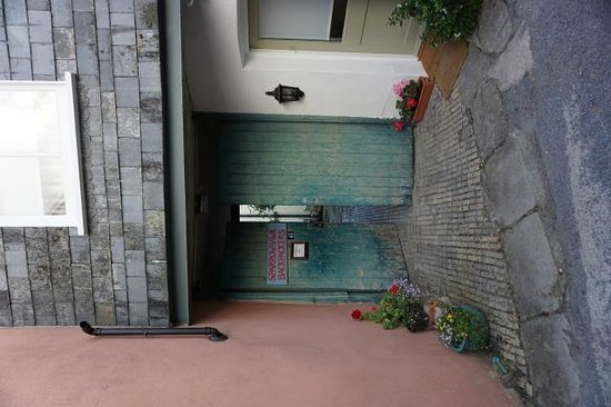 Sparrowhawk Backpackers Hostel : Entrance