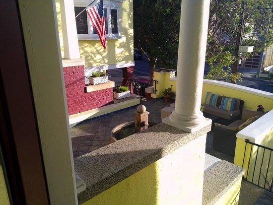Parker Guest House: Courtyard