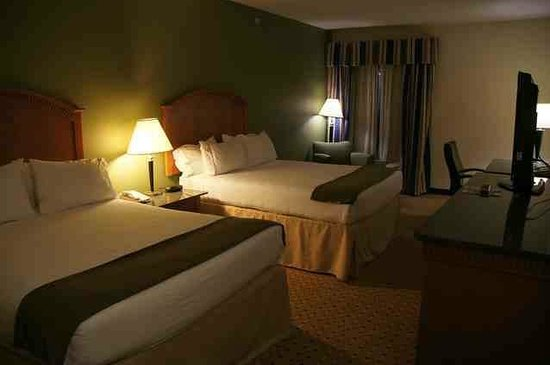 Holiday Inn Express Gastonia: 2 queen bed room