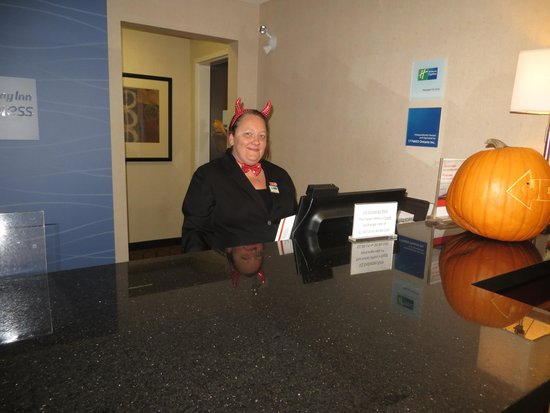 Holiday Inn Express & Suites Kincardine: Front desk with a sense of humour