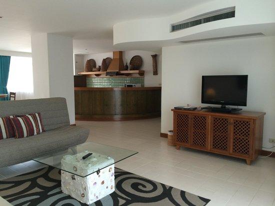 Waterfront Suites Phuket by Centara : гостинная