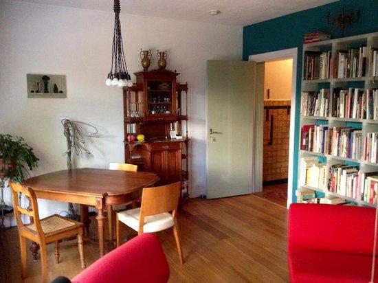 Gedeelte van de woonkamer - Foto van Bed and Breakfast Tilburg Gust ...