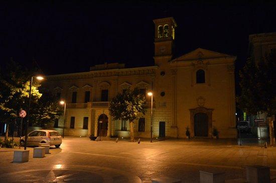 Castrovillari, Italie : Comune e Chiesa di San Francesco