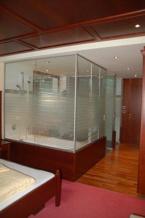 Alpenrose Resort : Glas-Trennwand (Teilbereiche satiniert)