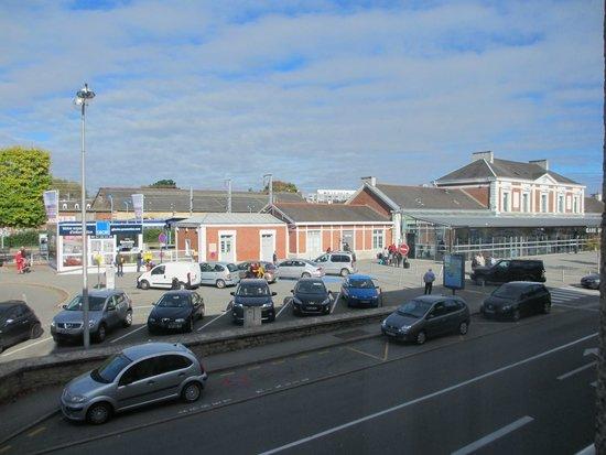 Ibis styles Vannes Gare Centre : Vue sur la gare depuis la chambre