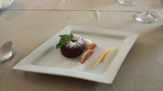 La Credenza Burrata : Filetto su crema di burrata e tortino spinaci picture of casale