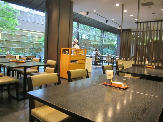 Charming Mitsui Garden Hotel Kyoto Sanjo: Large Breakfast Area Pictures