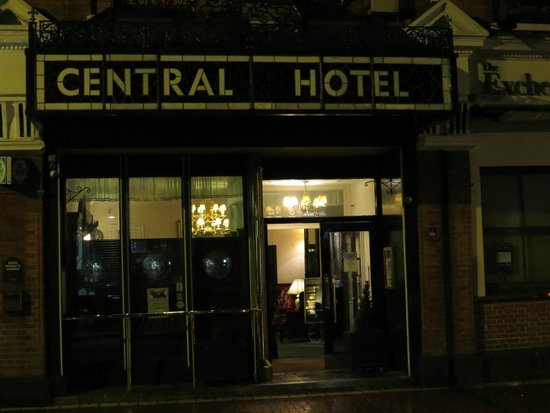 The Central Hotel : front door