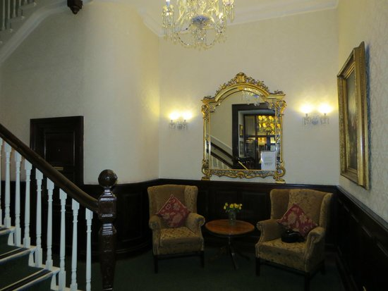 The Central Hotel : foyer
