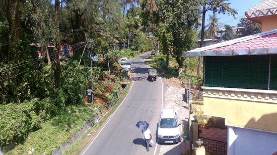 Aashiaanaa Residency Inn: view of marine hill from balcony