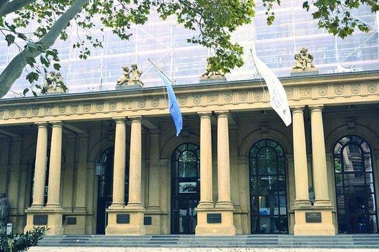 Stock Exchange (Borse) : Именно здесь оперируют миллионами евро)