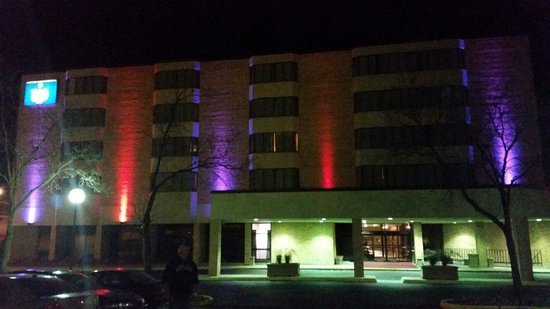 Hotel Mead & Conference Center: Halloween up lighting