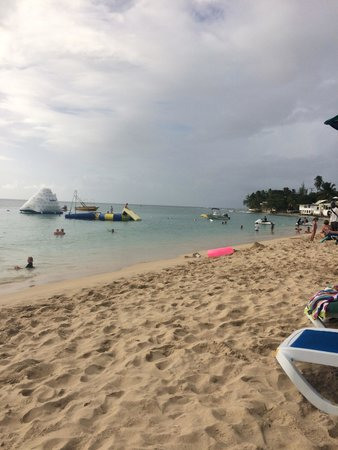 Mullins Beach: Beach with play area in the sea