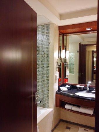 Ramada Beijing North: Bathroom with tub.