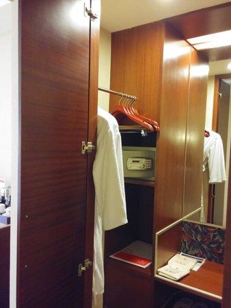 Ramada Beijing North: Bathroom with a shower stall