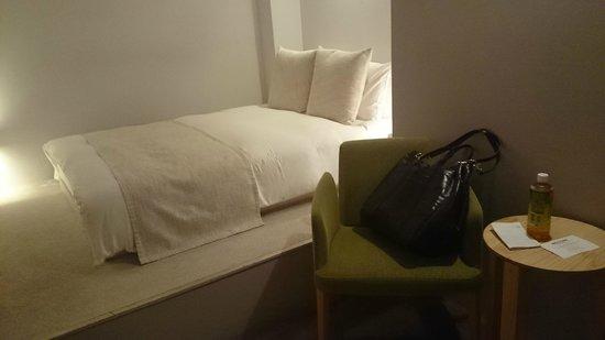 Hotel & Residence Roppongi: ベッドルームの向かいはバスルーム。