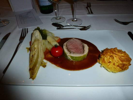 Hotel Landhaus Schieder: Cabbage-wrapped veal fillet