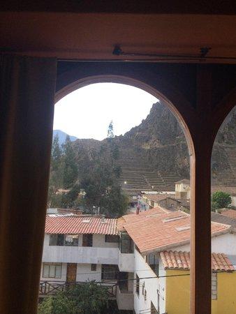SAUCE Hostal: Vista da janela quarto 12 - ruínas ao fundo
