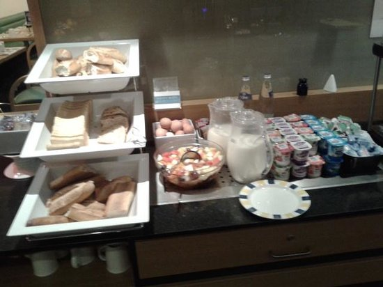 "Holiday Inn Express Arras: ""breakfast 2"""