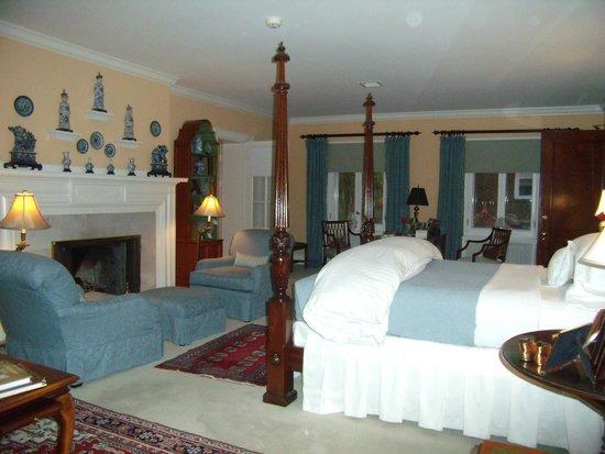 Bishops Hall Bed & Breakfast: Master Suite