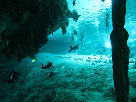 Fantasea Dive - Diving & Adventures : Dos Ojos exit