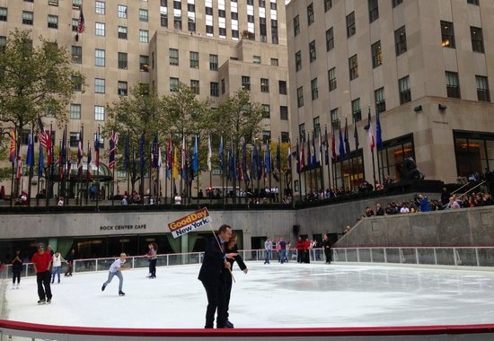 The Rink at Rockefeller Center : Rosanna Scott and Greg Kelly skating before RS fall
