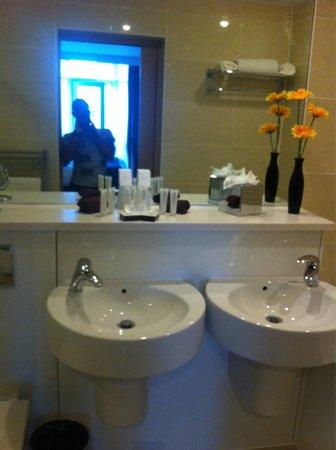 The Oxfordshire Golf Club & Hotel: Bathroom