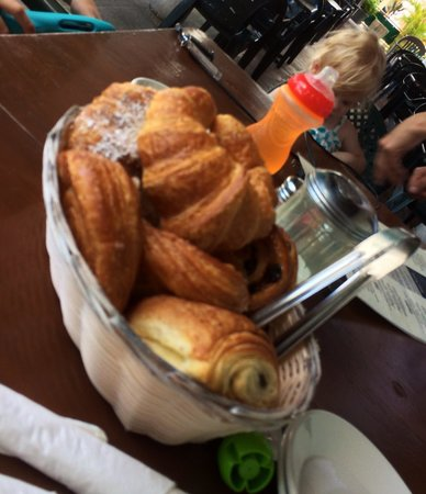 Zee Best Restaurant: Pastries