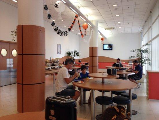 Ibis Budget Tambore : Salão do café da manhã