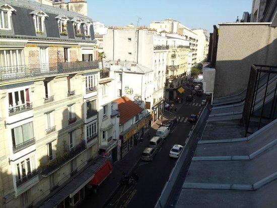 Montmartre Clignancourt: Вид из окна днем