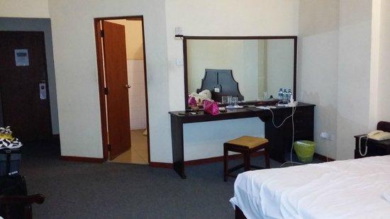 Kandyan Reach Hotel: room